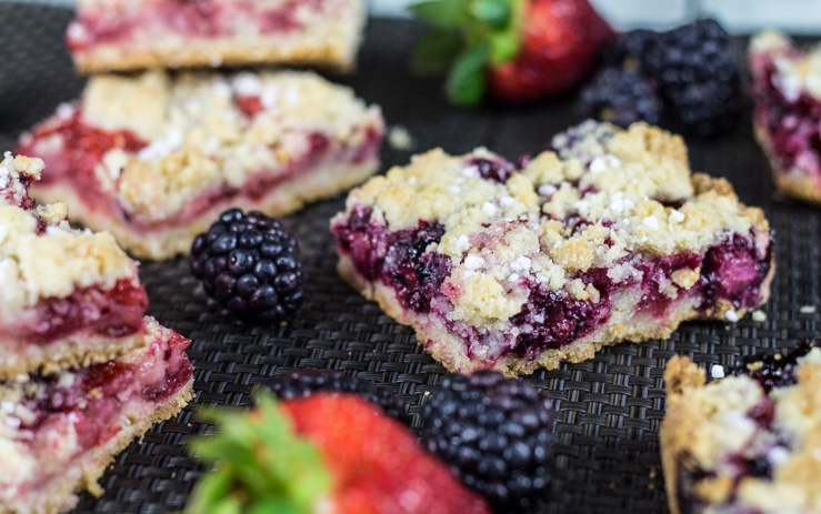 Homemade Berry Bars with Streusel Topping