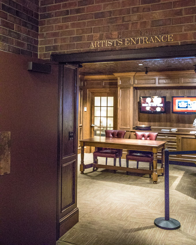 Nashville Classics - Grand Ole Opry - Artist's Entrance
